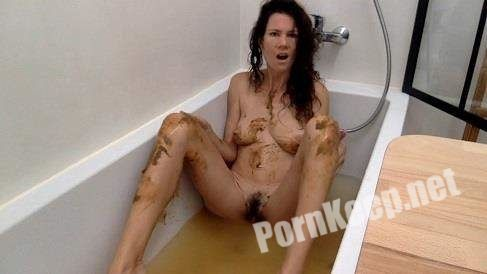 [ScatShop] Nastymarianne - Bathing with my shit (HD 720p, 534 MB)