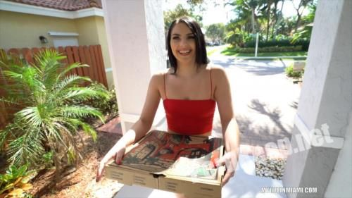 [MyLifeInMiami] Natana Brooke - Pizza Girl Gets A Big Tip (06.05.20) (FullHD 1080p, 1013 MB)
