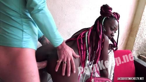 [JacquieEtMichelTV, Indecentes-Voisines] Lyna - Lyna, 24 Years Old, From Martinique! (06.10.2020) (FullHD 1080p, 1.02 GB)